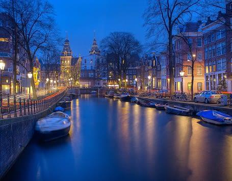 Avondklok in Nederland